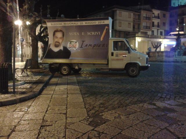 Castel di Sangro, pubblicità elettorale abusiva. I cinquestelle la fanno rimuovere