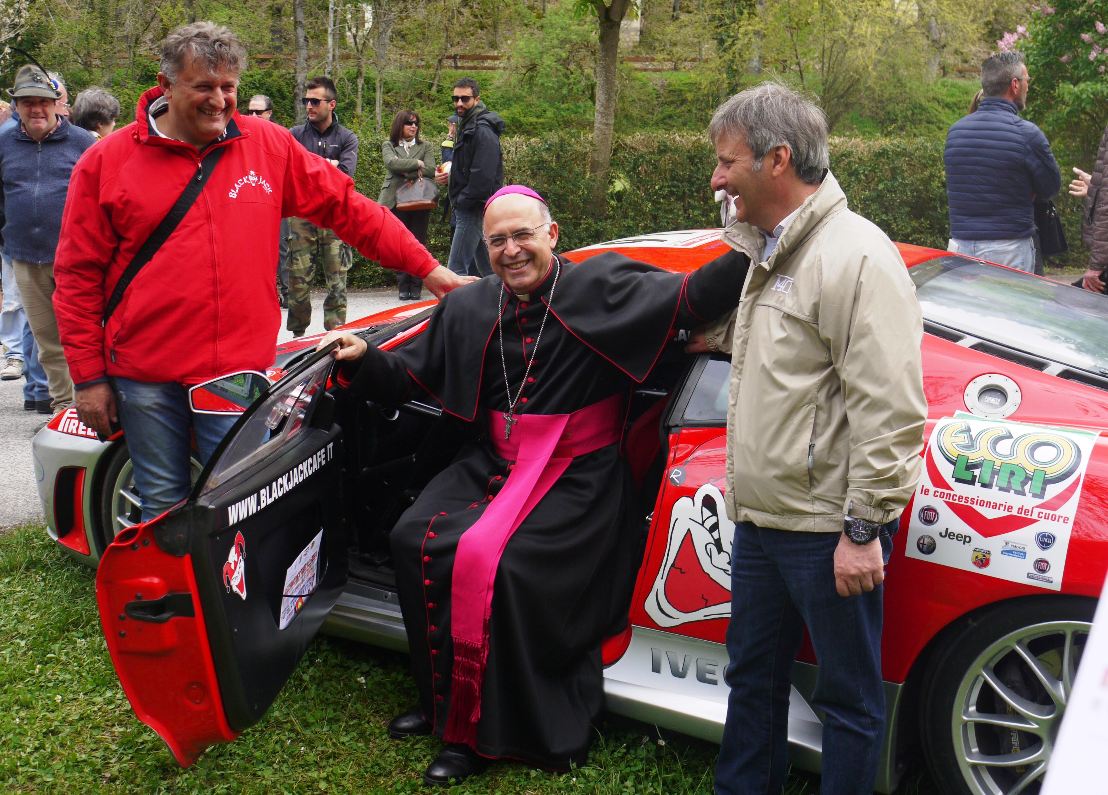Sicurezza e Legalità: Il vescovo Spina sale sulla Ferrari Black Jack