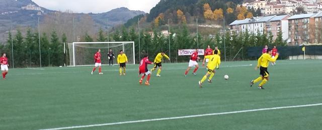 Calcio - l'arbitraggio incerto penalizza l'Asd Barrea che cade a Venere