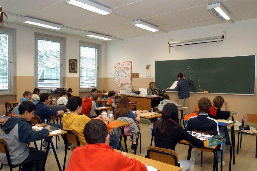 Chiusura delle scuole secondarie, sospese le attività scolastiche nella Regione Abruzzo