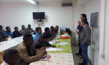 Castel di Sangro, l'amministrazione comunale saluta gli immigrati