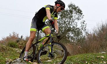Ciclismo - Fragnete, Vincenzo della Rocca si aggiudica il Trofeo 'Santa Maria della Pace'