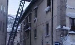 Pericolo ghiaccio sui tetti, intervengono i Vigili del Fuoco