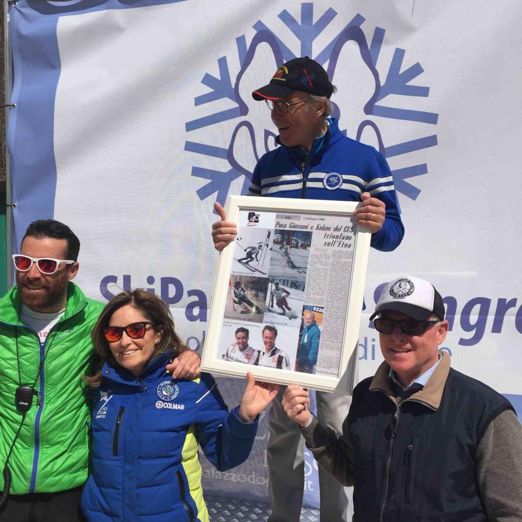 Gianfredo Puca premiato dai figli di Italo Kuhne, Diana e Fabrizio e dal nipote Luciano de Caro