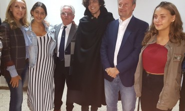 Il mantello di Capracotta donato ad Ermal Meta dal famoso sarto Sebastiano Di Rienzo