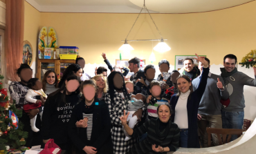 """Raw vicina ai bambini di Betania, donati libri e """"fiocchi di neve"""""""