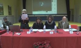 """Roccamandolfi, Sabrina Izzi emoziona la platea con il romanzo """"Anche la pioggia nelle scarpe"""""""