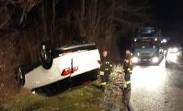 Automobile cade dall'autoarticolato che la trasportava, incidente su una strada di Castel di Sangro
