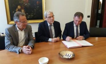 Abruzzo, Lolli e Caruso firmano il contratto istituzionale di sviluppo per il piano strategico turismo montano sostenibile