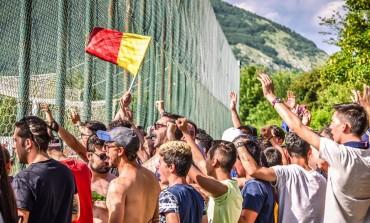 Castel di Sangro vince i play off, tifosi in visibilio lungo le strade della città