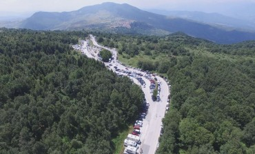 """Capracotta, """"La Pezzata"""" vista dal drone: in diecimila sul pianoro di Prato Gentile"""