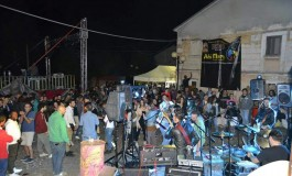 Villa Scontrone, 6 concerti, street food e fiumi di birra artigianale: torna 'Villainfermento'