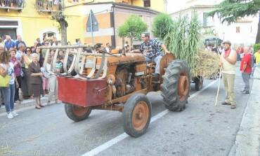 Sfilata dei carri allegorici a Frosolone, turisti da tutta Italia