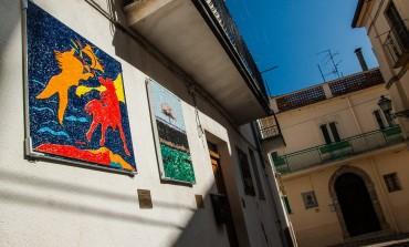 """Alfredo Paglione dona un mosaico griffato """"Giuseppe Modica"""" a Tornareccio"""