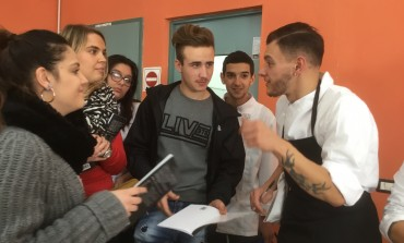 """Roccaraso, cibo e vita: gli studenti dell'Alberghiero """"De Panfilis"""" a lezione da Ugo Patierno, autore del libro-ricettario Metà"""