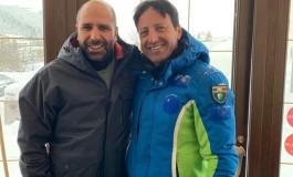 Roccaraso, il pulmino di Checco Zalone rimane impantanato nella neve e Di Donato lo aiuta
