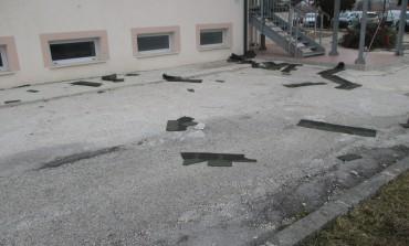 Raffiche di vento, si sgretola il tetto dell'ospedale di Castel di Sangro