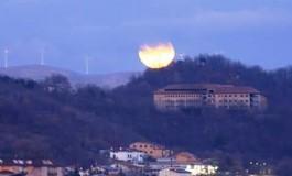Telescopi e reflex in mano: domani c'è l'eclissi lunare