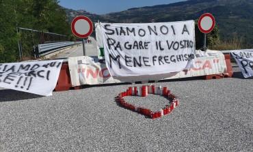 Chiusura viadotto Sente, cittadini inferociti contro il menefreghismo della politica
