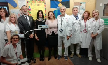 'Sogno di Iaia onlus', donati 3 visualizzatori di vene a infrarossi
