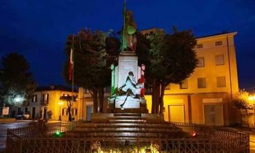 Coronavirus, Il monumento ai Caduti si illumina del Tricolore ad Agnone
