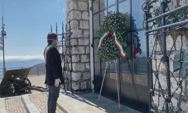 25 aprile a Roccaraso, Di Donato depone 2 corone in memoria dei caduti