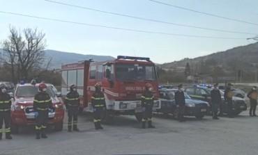 Coronavirus Castel di Sangro, le forze dello Stato rendono onore ai sanitari dell'ospedale