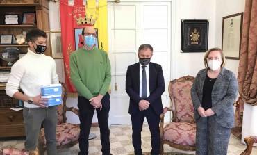 Salta la Festa dei 100 giorni: gli studenti acquistano le mascherine per l'ospedale