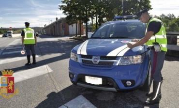 Guida sotto l'effetto di stupefacenti, patente ritirata e denunciato dalla Polizia