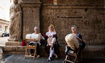 Giornata internazionale del merletto, Isernia festeggia con 100 merlettaie nel Centro Storico