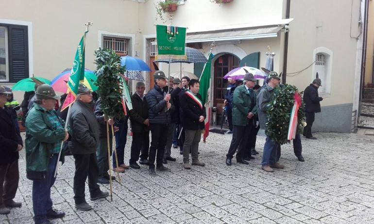 Roccamandolfi, Alzabandiera e corona d'alloro in ricordo dei caduti in guerra