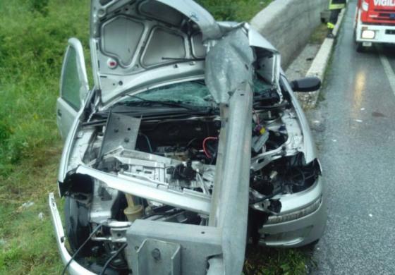 Roccaraso, sbanda con l'auto e impatta contro il Guard Rail: salva per miracolo