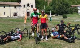 Ciclismo, l'ex campione del mondo Carlo Calcagni si allena sulle strade dell'Alto Sangro