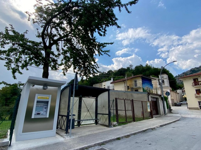 Attivato il Postamat a Villa Scontrone, Poste Italiane mantiene l'impegno con il paese