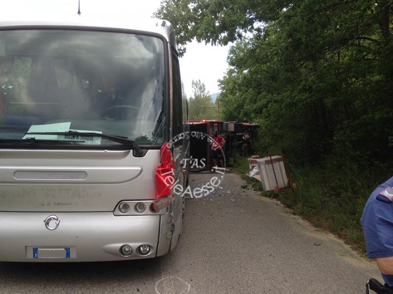 Ateleta, terribile incidente sulla Sp sangrina: a bordo di TUA quaranta passeggeri