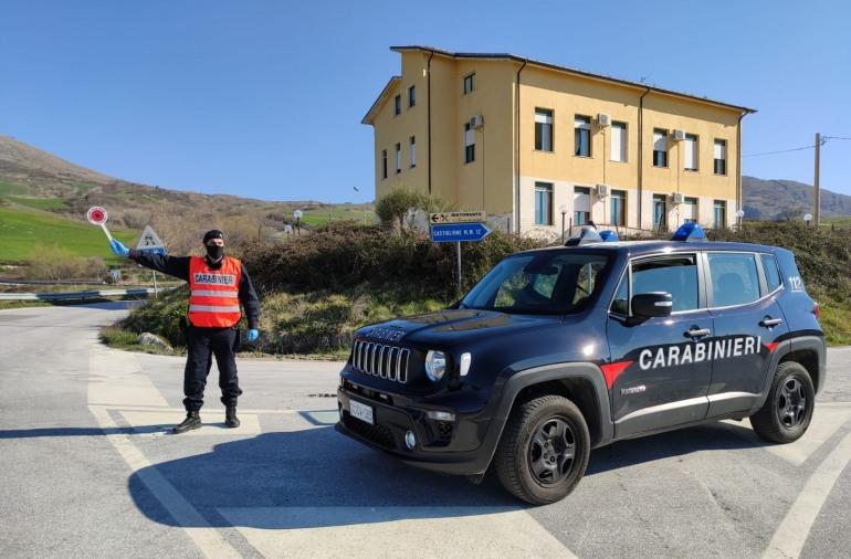 I carabinieri arrestano un centauro, non si è fermato al posto di blocco