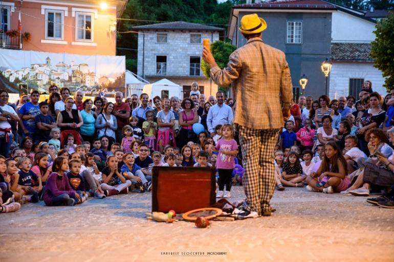 La magia del buskers festival sbarca a Castel del Giudice: 17 e 18 agosto