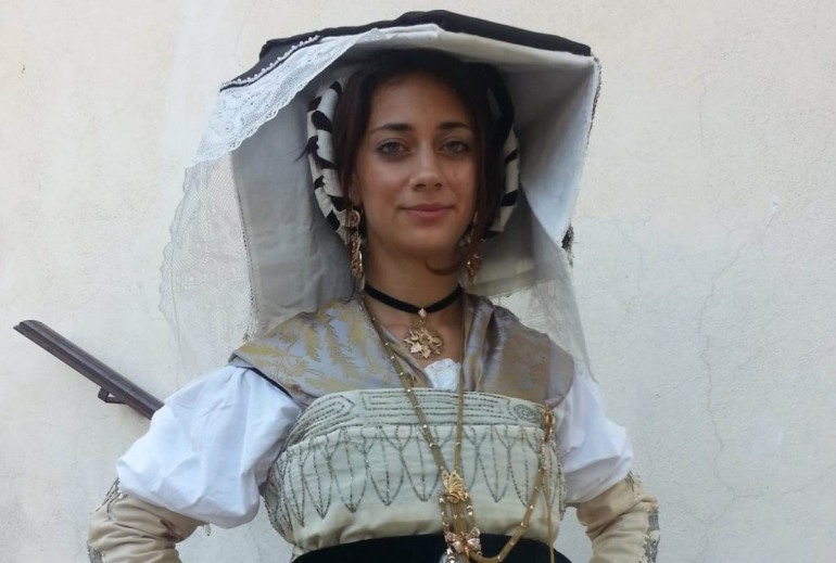 'Donne di Terre d'Abruzzi', I costumi del MuseC d'Isernia in vetrina a Scanno