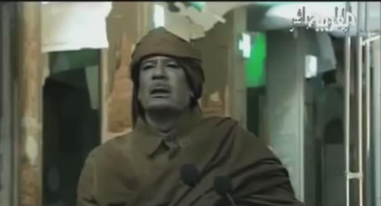 """SATIRA – Il testamento di Gheddafi: """"Angiulè quann me mor a'da mitt le tende a Castiell"""""""