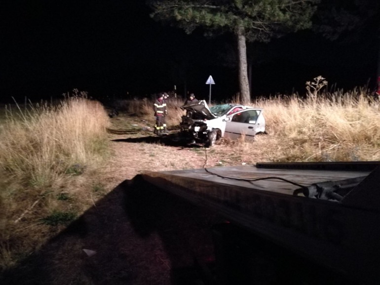 Incidente mortale stanotte sulla SS 17: muore un uomo di Rocca Pia
