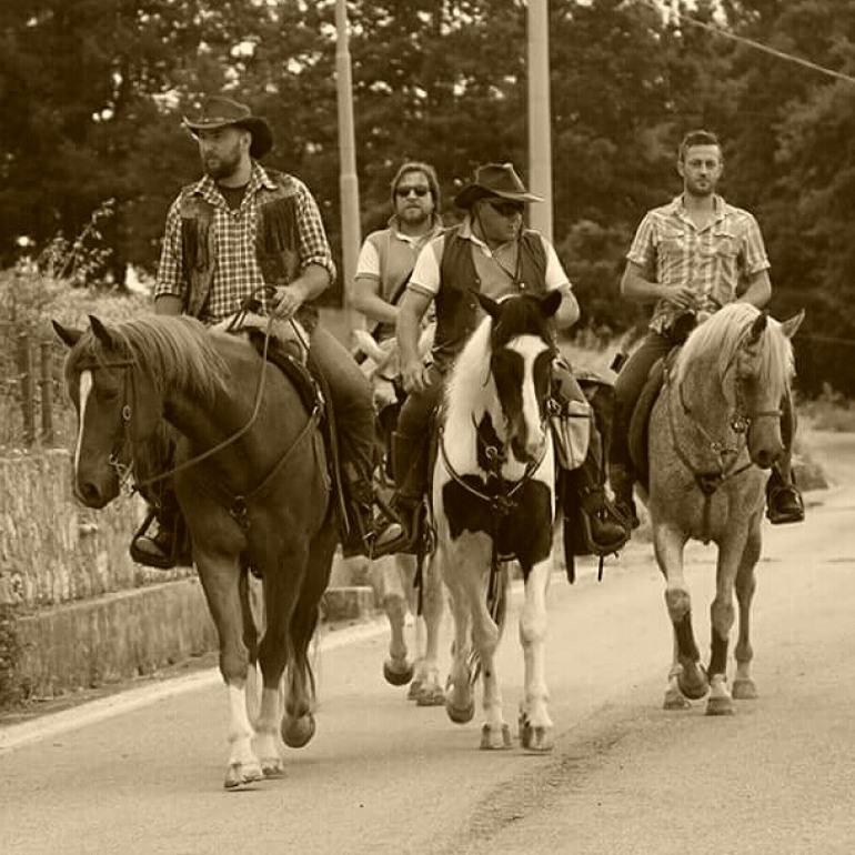 Raduno cavalieri dei monti Pizzi, centinaia di presenze a Pizzoferrato