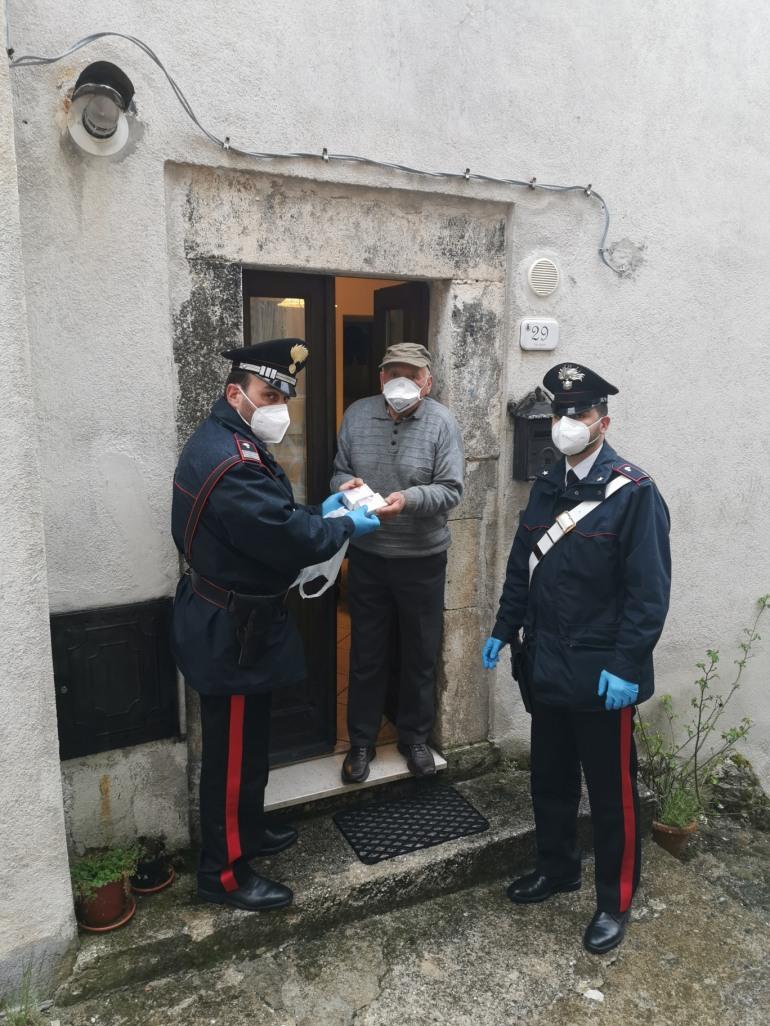 Barrea, diabetico in difficoltà chiama i carabinieri e ottiene i dispositivi biomedicali
