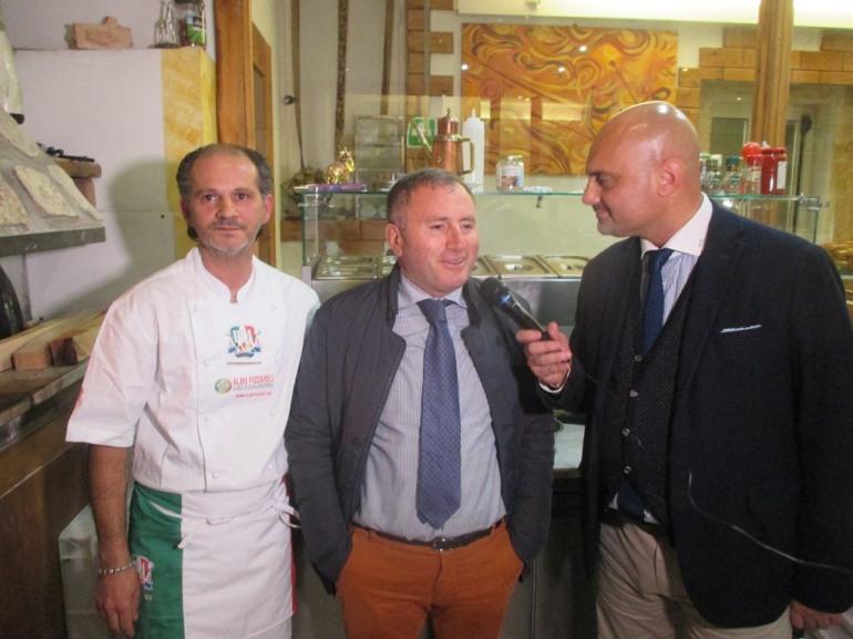 Castel di Sangro, l'Accademia della pizza consegna il medaglione al 'Sorriso'