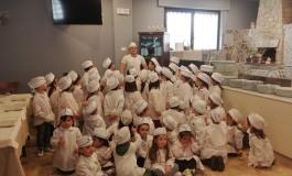 Castel di Sangro, i bambini del 'Giannini' a lezione dal pizzaiolo