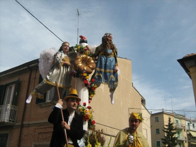 """Castel di Sangro, riportate alla luce le statue del """"Di Zinno"""". L'inventore dei 'Misteri' di Campobasso"""