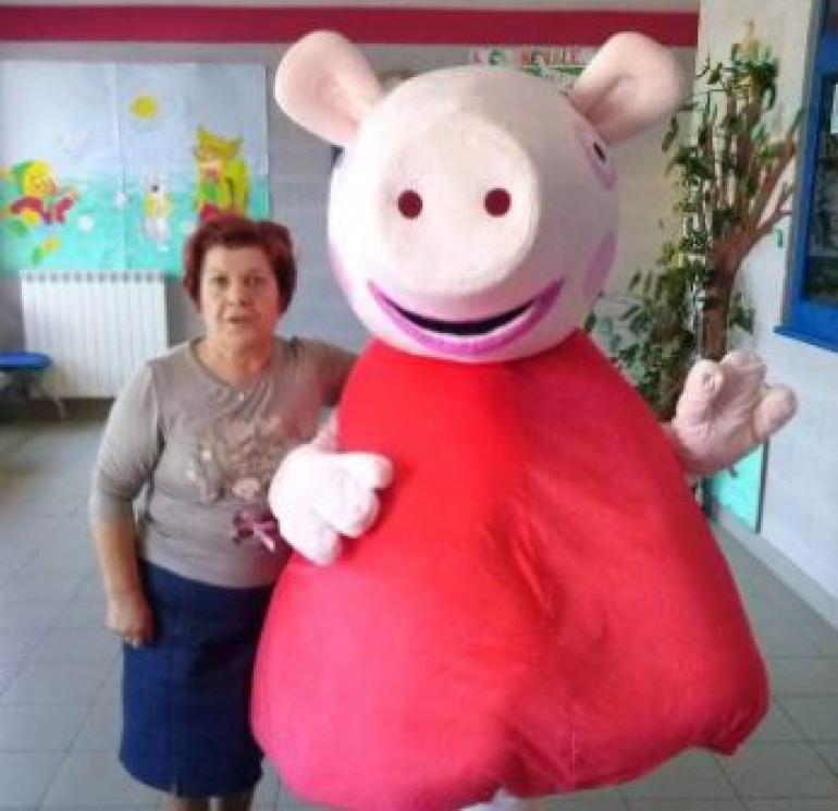 Raggiunge la quiescenza la maestra Lucia Amicone, gli auguri dei genitori