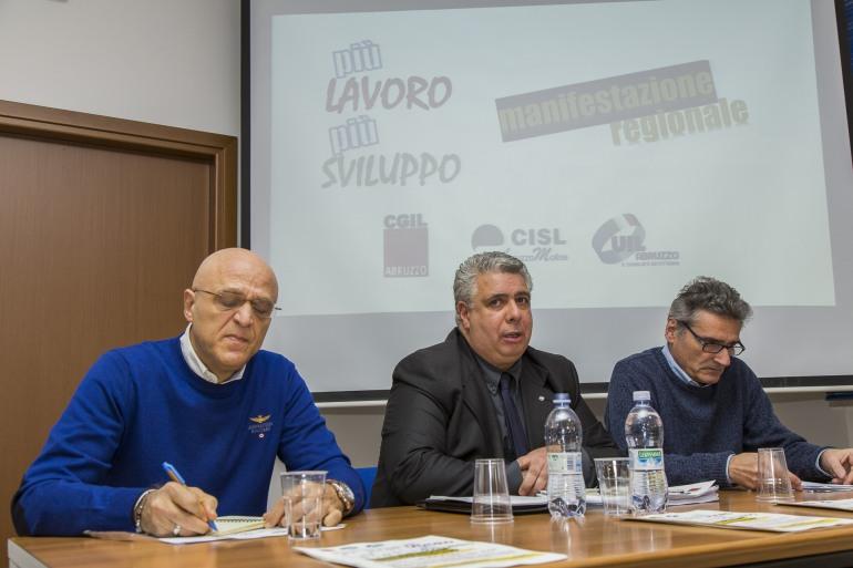 """Zes e corridoio Tirreno-Adriatico, Cgil, Cisl e Uil Abruzzo all'unisono: """"Basta perdere tempo: no alla chiusura dell'A25, sì alla messa in sicurezza"""""""