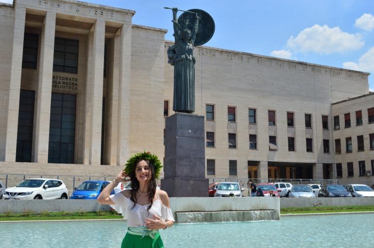 Confetti rossi per Mariangela Cerbaso, laureata in scienze attuariali e finanziarie