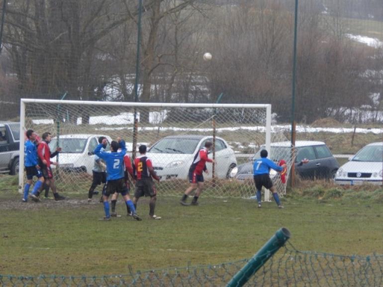 Calcio – Un pareggio risicato soddisfa  Atletico e San Pietro in Valle