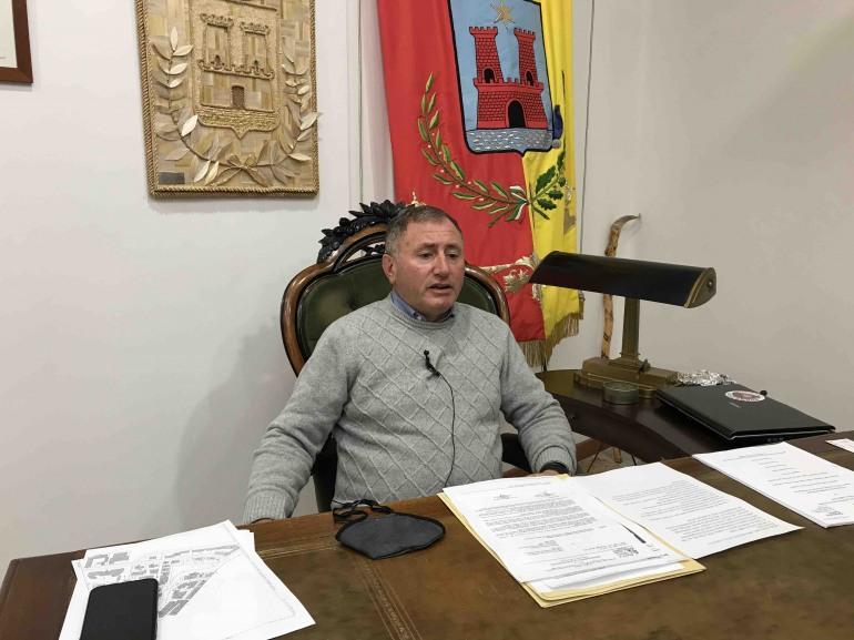 Chiusura scuole a Castel di Sangro, il Sindaco annuncia la sospensione didattica